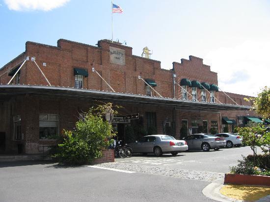Napa River Inn at the Historic Napa Mill: Front of the Inn