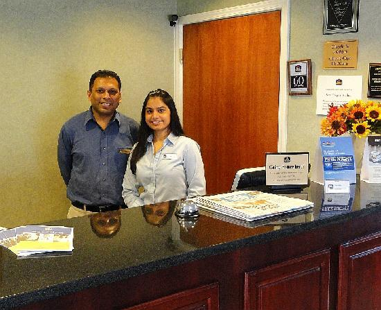 Best Western Executive Inn: Nick and Tuli, the owners