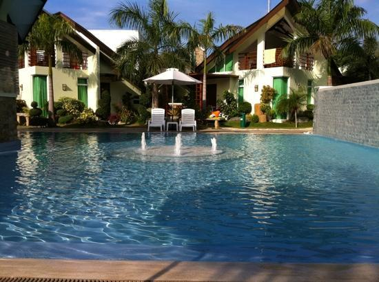 Acuatico Beach Resort & Hotel: two feet pool with fountains perfect for kids