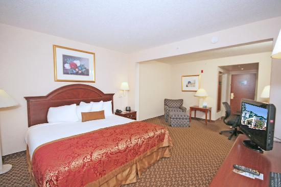 Wingate by Wyndham Columbia/Harbison: Spacious King Guest Room offers a microwave, refrigerator and flat screen TV.