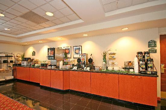 Wingate by Wyndham Columbia/Harbison: Delicious hot buffet breakfast served daily!