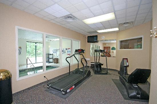 Wingate by Wyndham Columbia/Harbison: Workout at the Fitness Center on site or go to Gold's Gym for FREE (just down the road).