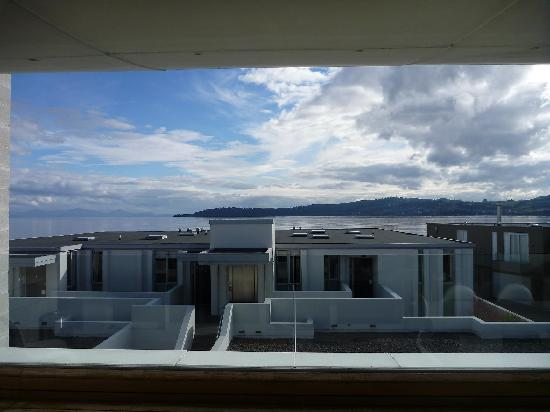 Sacred Waters Taupo Luxury Apartments : 2br Lake View apartment balcony view