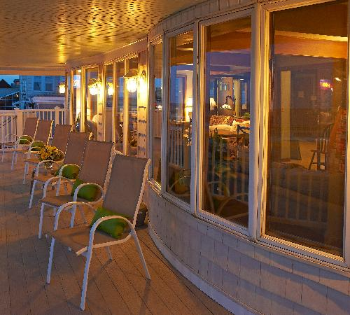 Beach View Inn: Front viewing deck
