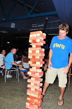 Nomads Cairns Backpackers and Serpent Bar: Mega jenga