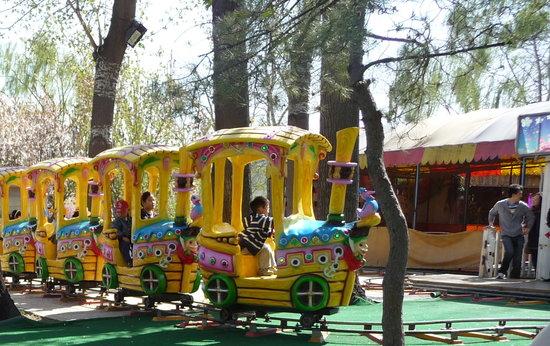 Longtan Lake Park : Kids' rides