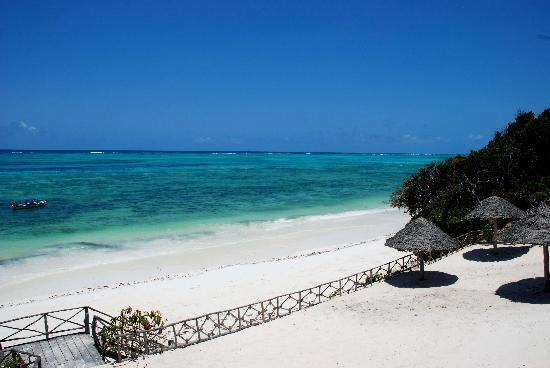Ras Michamvi Beach Resort: Front Beach