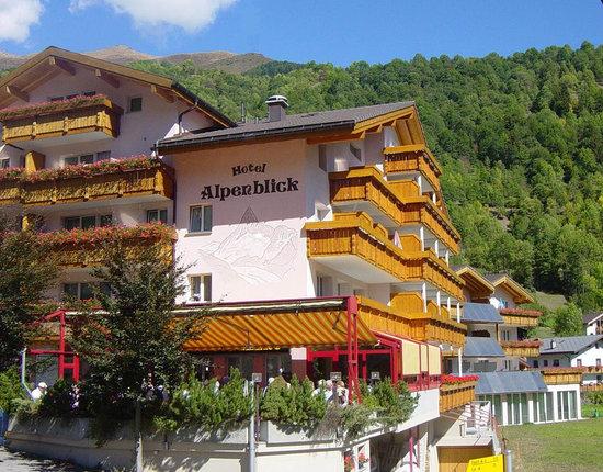 Hotel Alpenblick: Hotelansicht Sommer
