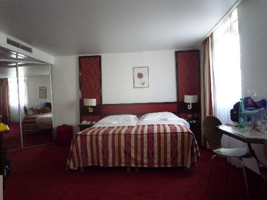 Hotel America: Bedroom