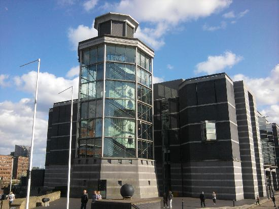 Holiday Inn Express Leeds City Centre-Armouries: Royal Armouries just opposite (free entry)