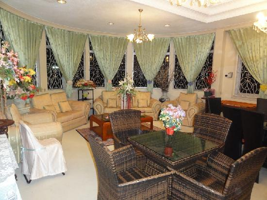 Nazira Guesthouse: The Lounge