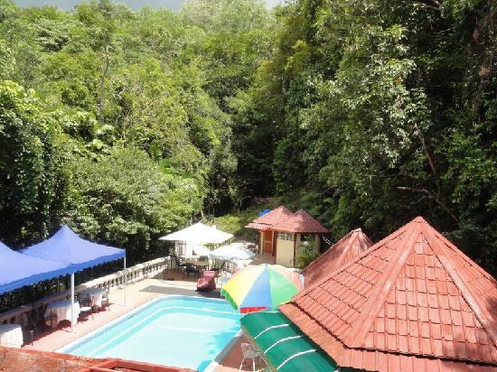 Nazira Guesthouse: The Pool Area