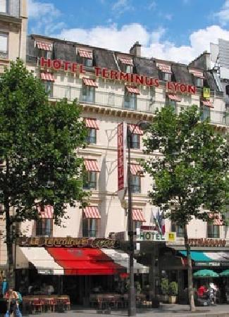 Hotel Terminus Lyon: Devant le Terminus Lyon