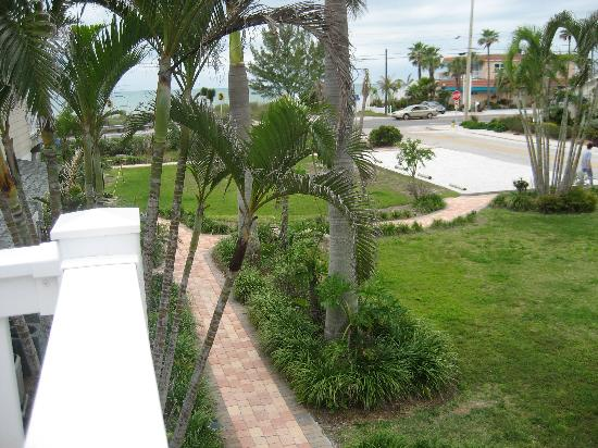 Tropic Isle Beach Resort : Location/view