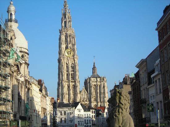 Amberes, Bélgica: La cattedrale di Anversa