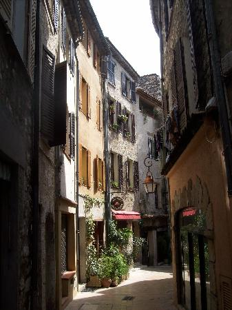 St-Paul-de-Vence, France: Narrow streets of St Paul