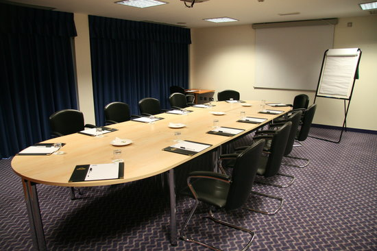 Ramada London North M1: Meeting Room