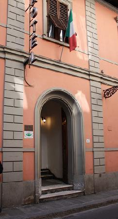 Hotel Il Bargellino: Front Entrance