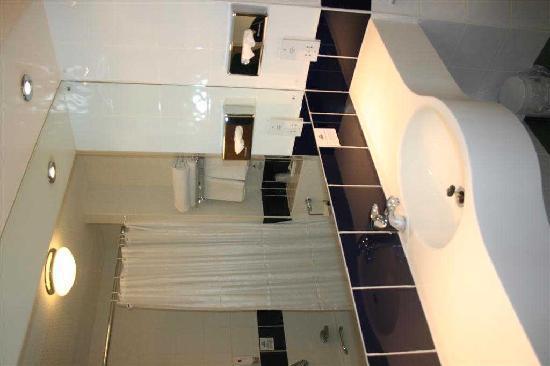 Days Inn Leicester Forest East M1: Bathroom