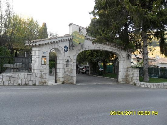 La Vigneraie : l'entrée de l'hôtel