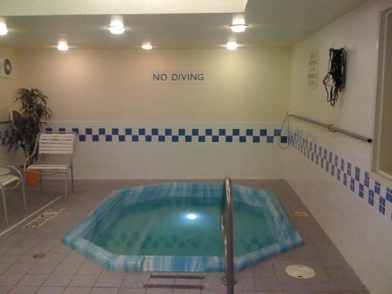 Fairfield Inn & Suites Norman: This tub gets hot!