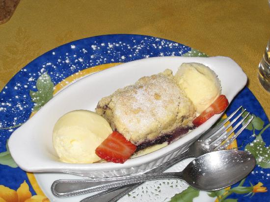 Peppercorn: Home made blackcurrant and apple crumble