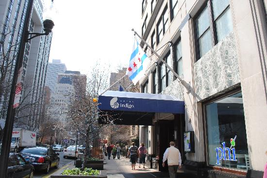 Bath picture of hotel indigo chicago downtown gold coast for Gold coast chicago hotels