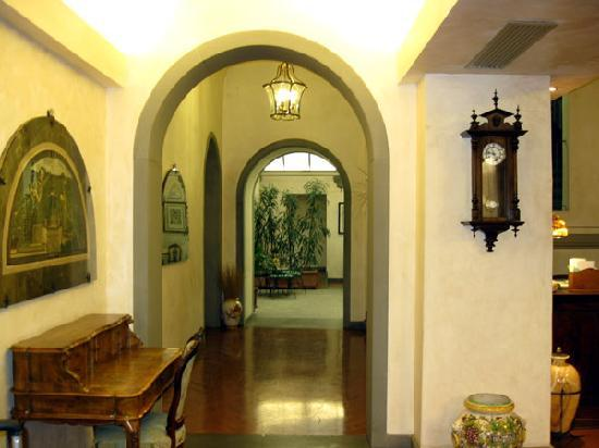 بينيفيني هوتل: Part of the lobby