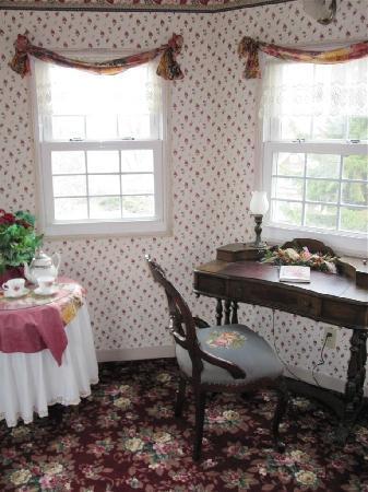 Kingsley House Bed and Breakfast Inn: Turret sitting room