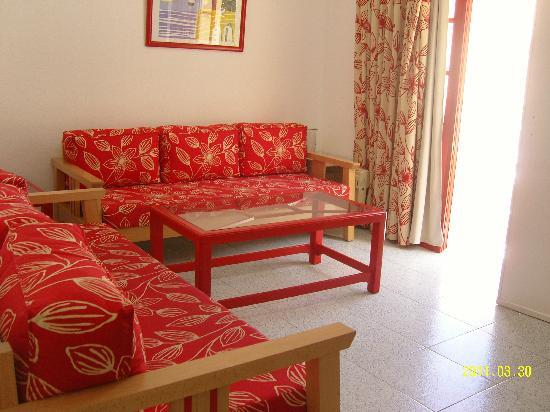 Apartamentos THe Koala Garden: Clean, charming and bright livingroom