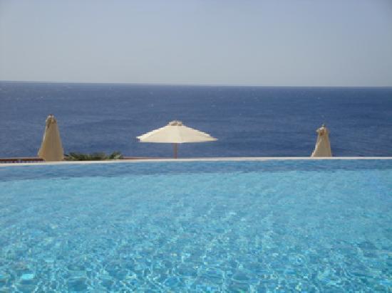 Reef Oasis Blue Bay Resort: Infinity Pool