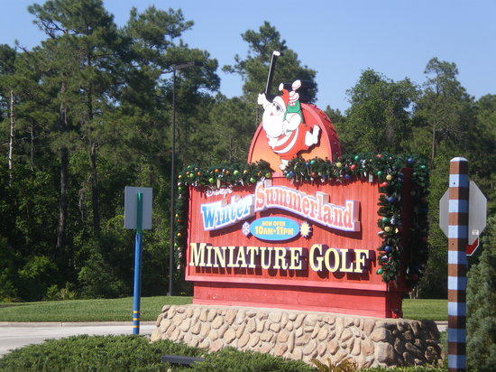 Disney S Winter Summerland Miniature Golf Course