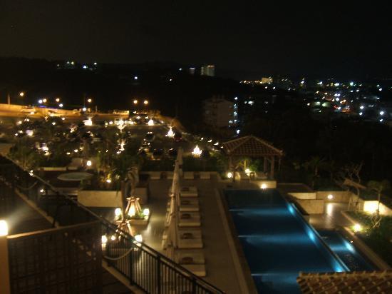 Kafuu Resort Fuchaku Condo Hotel: 部屋から見たホテル。