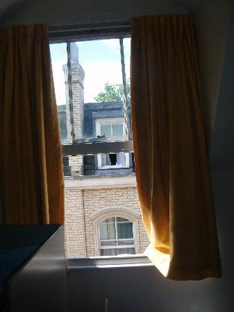YHA London St Pauls: The window