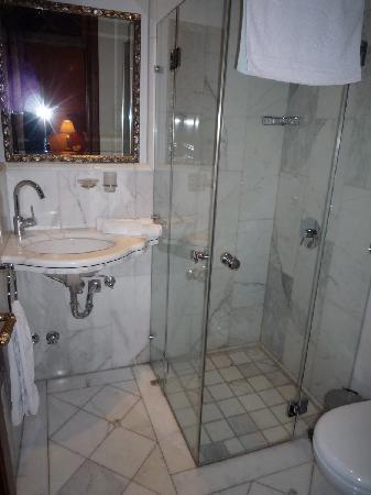 Beit Rumman Hotel: Badezimmer