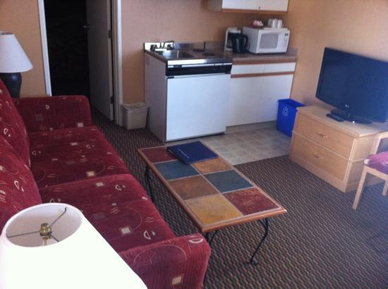 Accent Inn Kamloops : corner suite (room 201)