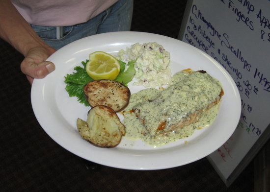 Good Fellas Seafood Hut & Bar: Salmon with Dill Sauce