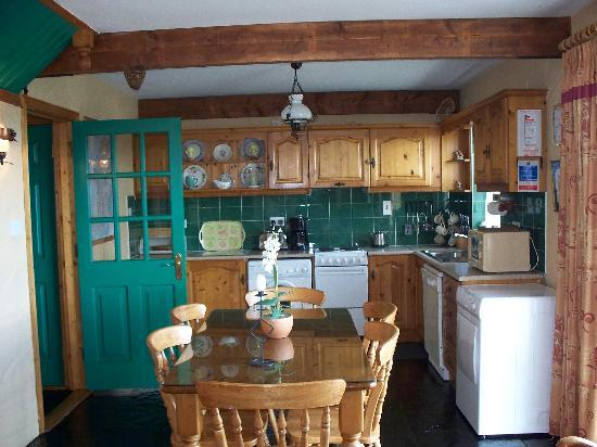 Atlantic View Cottages: Kitchen in Atlantic View Cottage