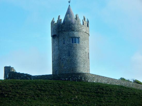 Atlantic View Cottages: Castle in Doolin- could see from cottage deck