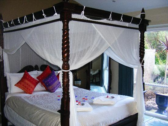 Weeroona Bed & Breakfast: stunning 4 poster bed