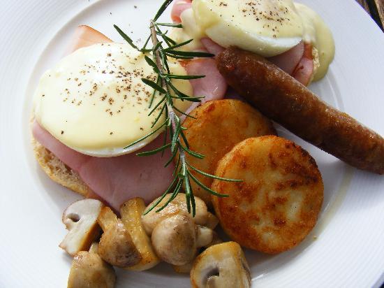 Weeroona Bed & Breakfast: scrumptious eggs benedict