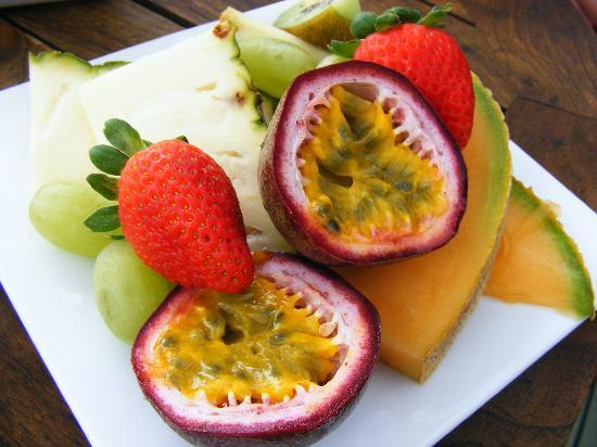 Weeroona Bed & Breakfast: breaky fruit