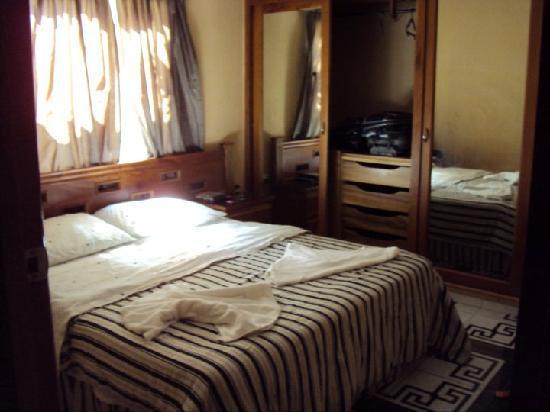 Beny's House: room