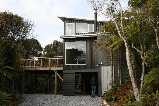 HAVENz : Oranui, A big modern house, 5 mins walk from the beach