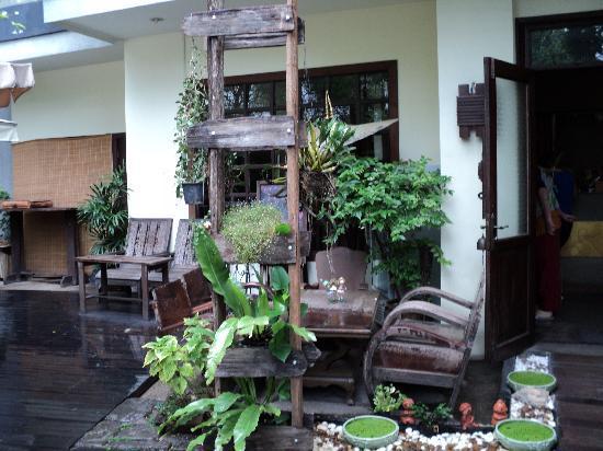 Ban Kong Rao: Daytime patio view