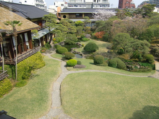 Kiunkaku : 手入れがされている庭園