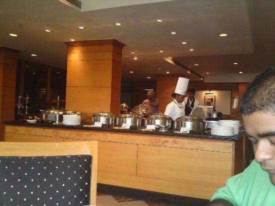 Gokulam Park : buffet breakfast