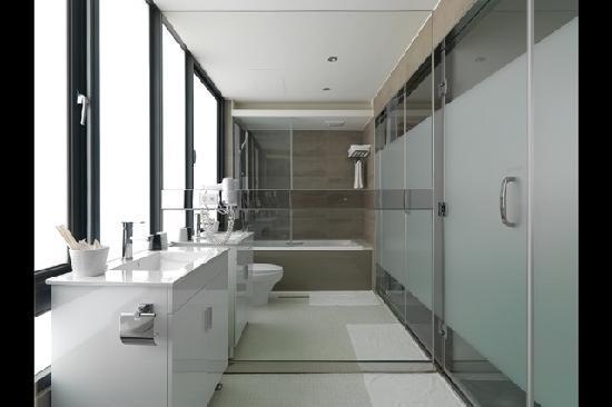 CityInn Hotel Plus - Ximending Branch: Elegant Bathroom \ 雅緻客房浴室