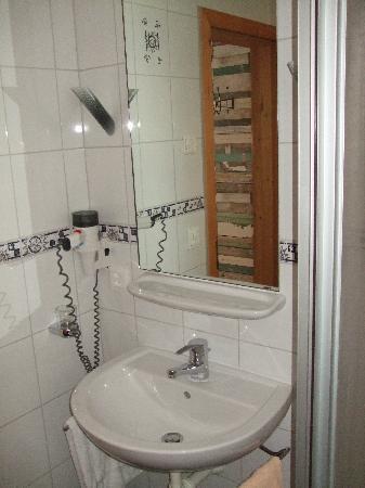 Hotel Schnyder: bathroom