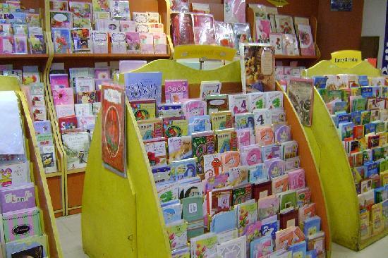 Spencer Plaza: たくさんのグリーティング・カード
